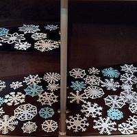 Новогодний мастер-класс: украшаем окно снежинками