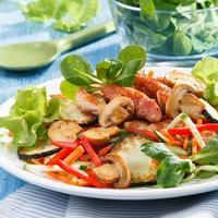 Теплый салат с индейкой и шампиньонами