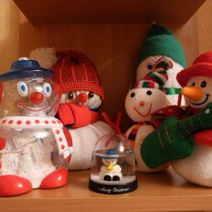 Веселая семейка снеговиков