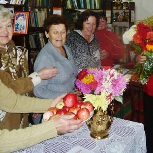 """Все осенние цветы мои, подруги поздравляют с призом - книгой """"Сам себе садовник"""" с личным автографом автора Ольги Вороновой!"""