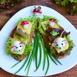 "Бутерброды ""Мышки в огороде."""