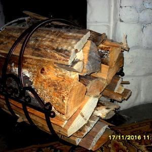Удобное приспособление для переноски дров