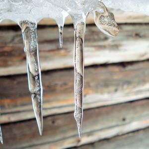 Зимние слезинки - прозрачные льдинки