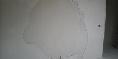 """Загадка: почему отваливается """"второй"""" слой штукатурки Гифас Премиум на внутренних стенах дома, а штукатурка Ротбант, нанесенная тем же способом, не отваливается?"""