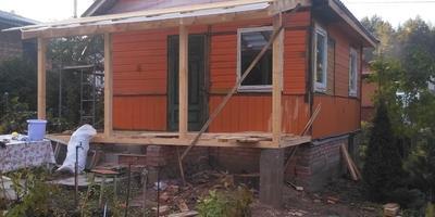 Нужна консультация по строительству крыльца и отделке цоколя для домика из вагонки