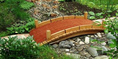 Сухой ручей - стильное украшение сада