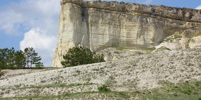 Белая скала Ак-Кая, Красная долина пионов, дуб Суворова, фонтан Кутузова