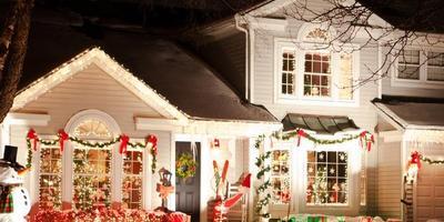 Способы новогодней иллюминации на даче