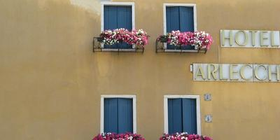 Сказочно цветочные европейские города.