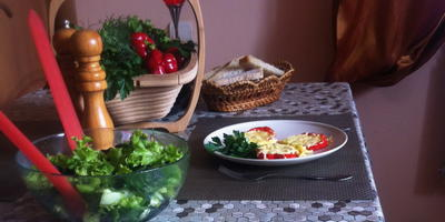 Летний салат и омлет на завтрак