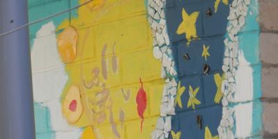 Немного раскрасили стеночку!