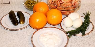 """""""Креветочный салат"""" в апельсиновых чашечках."""
