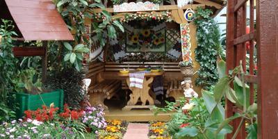 Деревянный колодец для дачи в сельском стиле