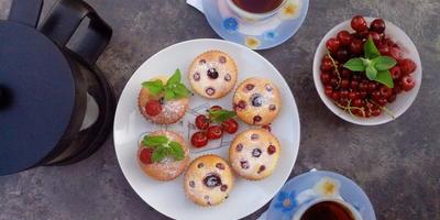 Кексы с фруктово - ягодной начинкой