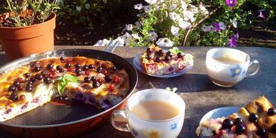 Блинный пирог с творожно-ягодной начинкой