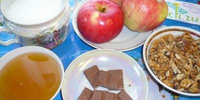 Печеные яблоки с мёдом и орехами