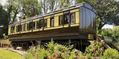 Дача в старом вагоне поезда