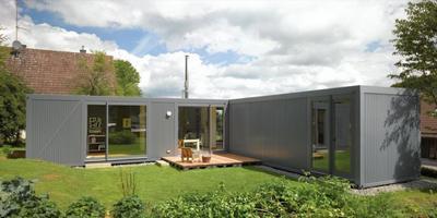 Стильный дом на основе двух транспортных контейнеров