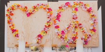 Декоративная панель из цветов на даче своими руками