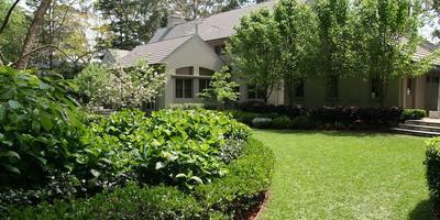 Эстетичный ландшафтный дизайн в частном саду Лизы Уайт