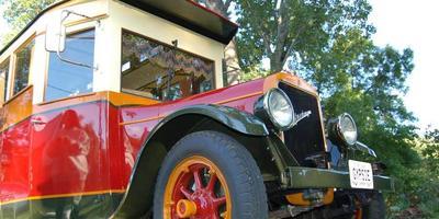 Удивительную дачу из ретро-автомобиля создал пенсионер в США