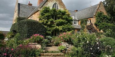Воодушевляющий пример ландшафтного дизайна в английском стиле
