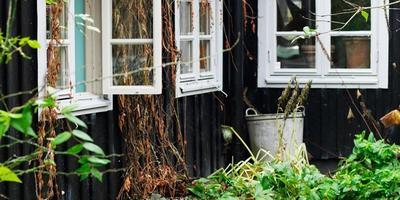 Как оформить старый дом так, чтобы не хотелось из него уезжать