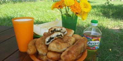 Пирожки со щавелем - прямо с грядки и с пылу-жару!)