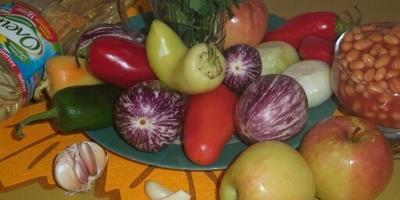 Салат из теплой осени. Баклажаны с фасолью и яблоком