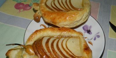 Вкусные слойки с грушами, яблоками