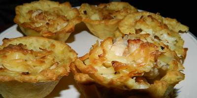 Картофельные корзиночки с сырно-мясной начинкой