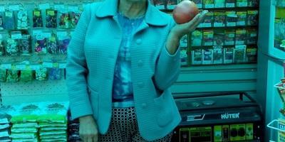 """Поздравляем победителей конкурса """"100 000 рублей за самый большой помидор"""""""