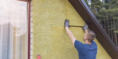 Чем лучше утеплить стены дома снаружи - пенопластом или минватой?