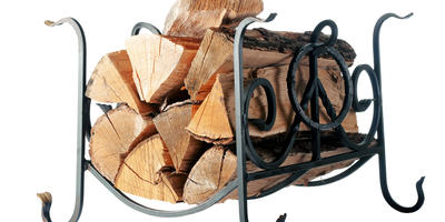 Корзина у камина: выбираем подставку для дров