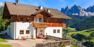 Дачный дом в стиле шале