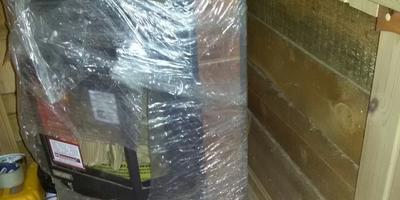 Какие есть недорогие, но надежные способы защитной изоляции печи-камина от стен?