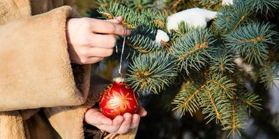 Как загадывать желания под Новый год: гадаем на ёлочных шариках