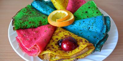 Угощайтесь, разноцветные блины