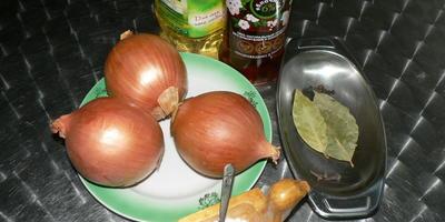 Маринованный лук для салатов, винегретов и гарнира