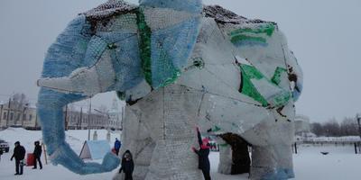 Супер слон в Архангельске (платиковые бутылки)