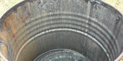 Как отмыть железную бочку от технического масла, чтобы ее потом использовать для полива?