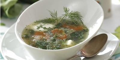 Легкий весенний суп со шпинатом