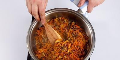 Мастер-класс: картофельный рулет с грибами, морковью и луком