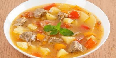 Густой суп-гуляш с горьким перцем
