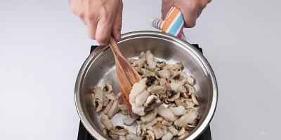 """Мастер-класс """"Рыбный жюльен с грибами и сыром"""""""
