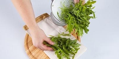 Мастер-класс «Зеленый салат с мягким сыром и грушами»
