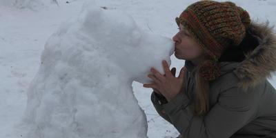 первая снежная скульптура в этом сезоне