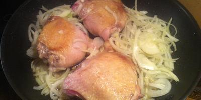 Жаркое по-дачному с куриными бедрами