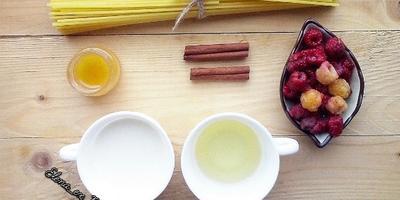 Букатини со сливочным соусом и малиной или Сладкая паста по-русски