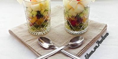 Салат из огурца с нектаринами и дыней